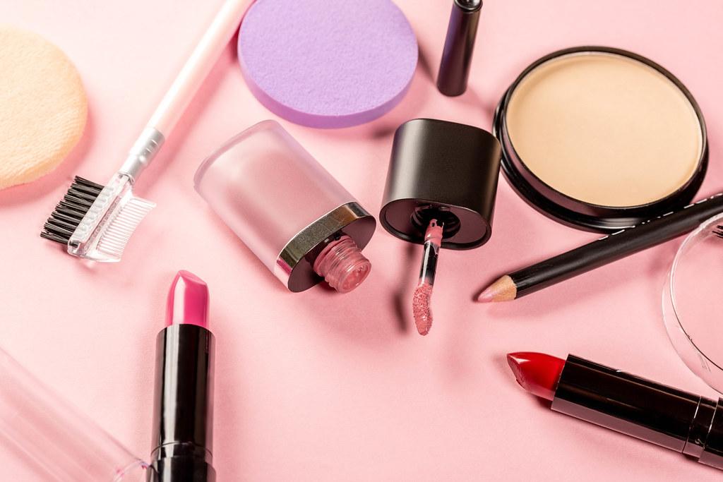 Makeup puff manufacturers