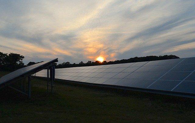 solar panels 2458717 640 3167e5fc