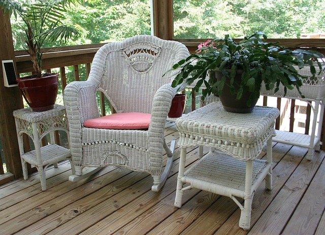 wicker rocking chair 50613 640 35092af2